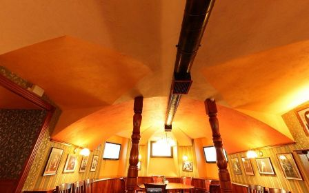 Пример открытого способа прокладки воздуховодов вентиляции кафе, ресторана, бара